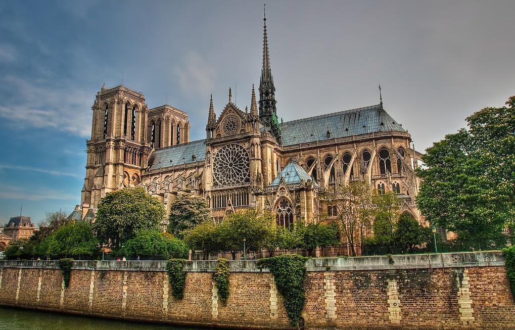 معالم باريس السياحية - كاتدرائية نوتردام