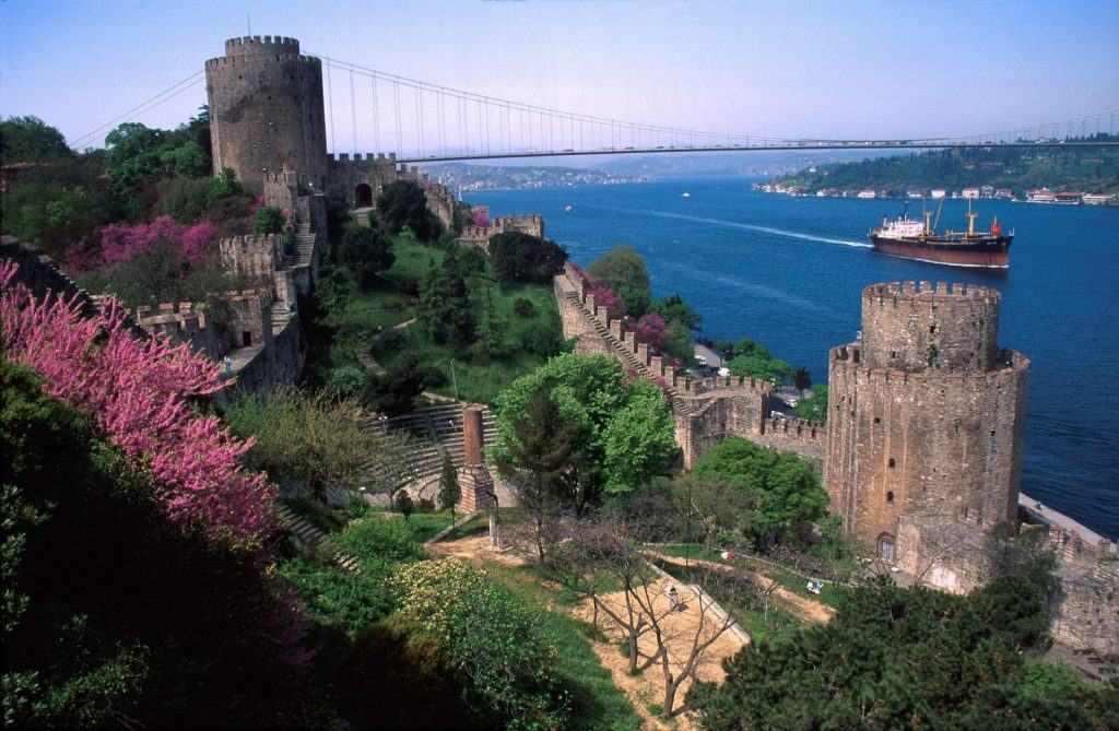 قلعة روملي حصار من اجمل اماكن السياحة في تركيا اسطنبول