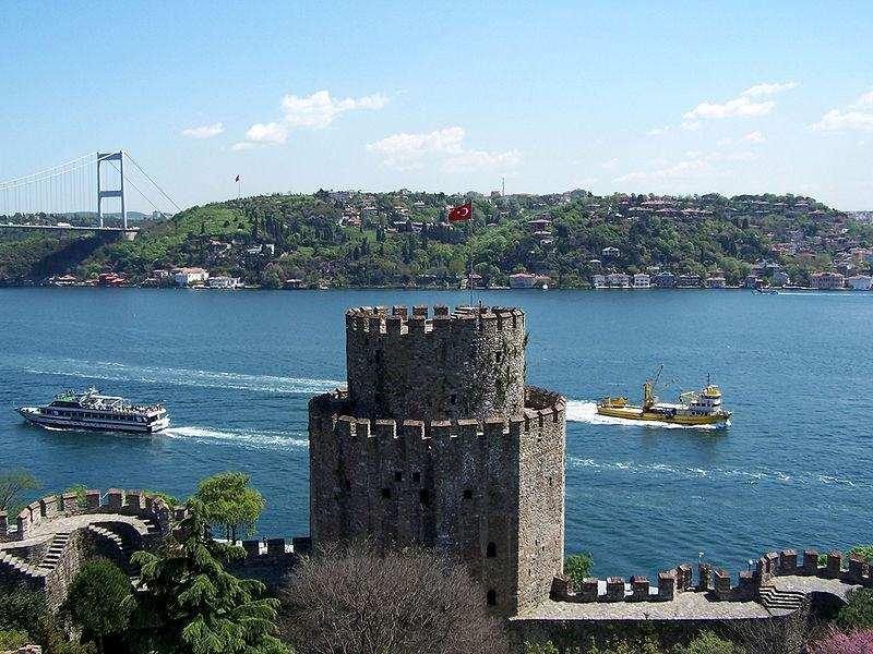 قلعة روملي حصار من اجمل معالم اسطنبول السياحية