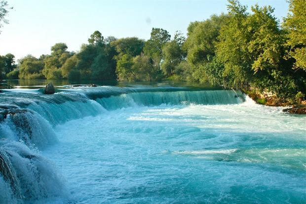 تعد شلالات مانافجات Manavgat Waterfall واحدة من اشهر الشلالات في انطاليا