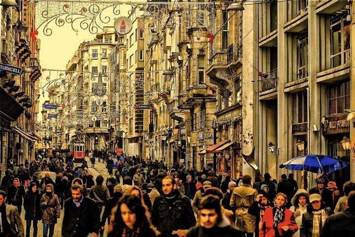محلات شارع الاستقلال في اسطنبول