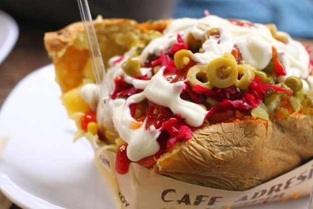 اكلة الكومبير في منطقة اورتاكوي اسطنبول