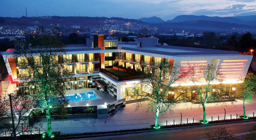 يٌمكنك قضاء أمسيات سعيدة لا تُنسى في افضل الفنادق في يلوا