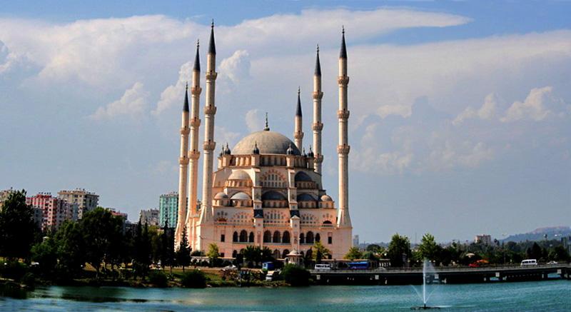 المسجد المركز سابانجي في اضنه