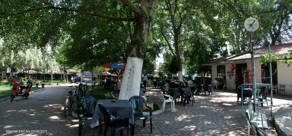 مقاهي بجانب المسجد الاخضر بورصة