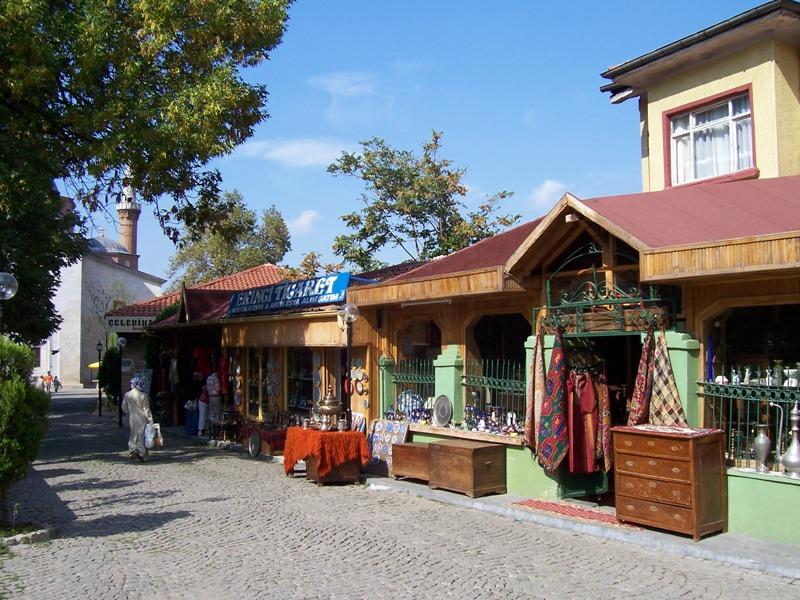 متاجر التحف بجانب المسجد الاخضر بورصة
