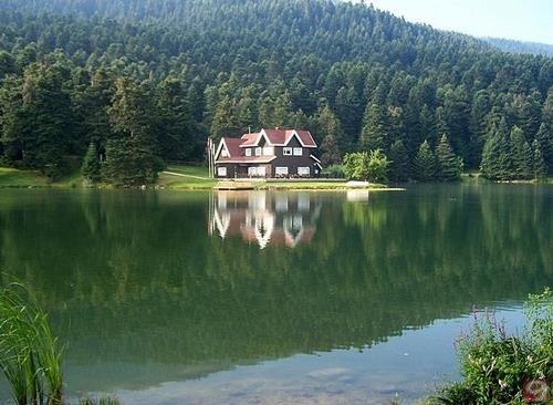 بحيرة ابانت من ابرز معالم السياحة في بولو تركيا