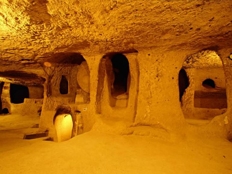 كبادوكيا او كابادوكيا تركيا تضم مدن عديدة تحت الارض من ضمنها مدينة ديرينكويو