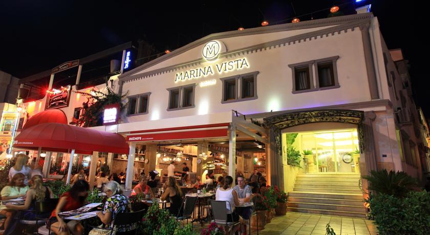 فندق مارينا فيستا يتميّز بموقعه القريب من اهم المعالم السياحية