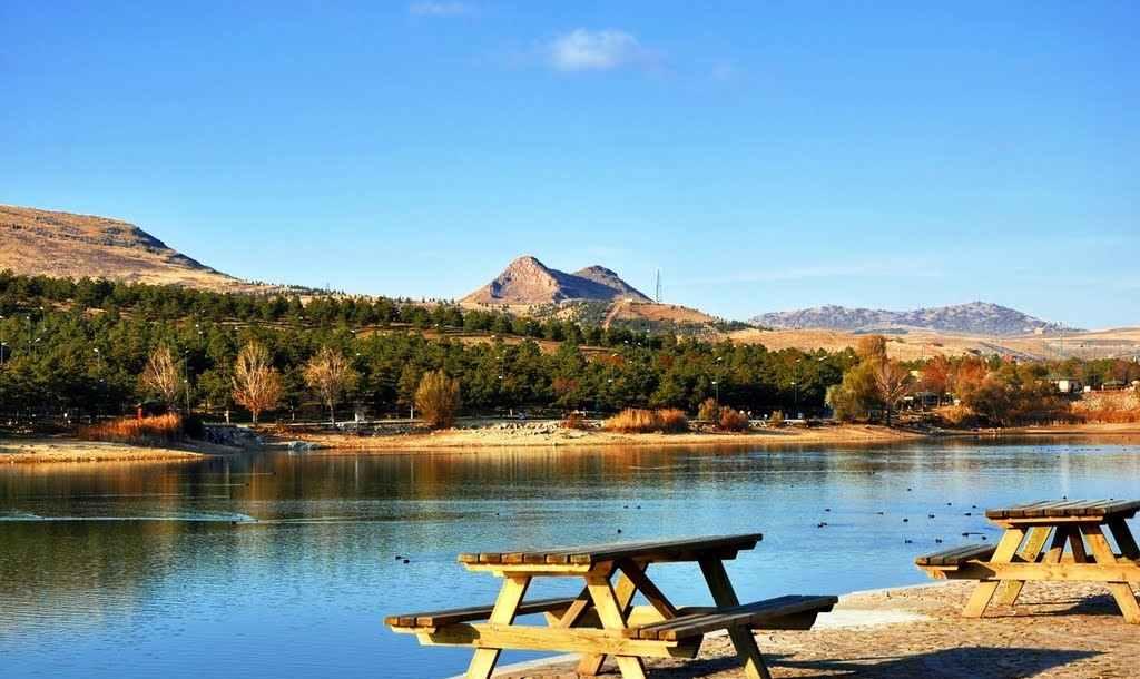 بحيرة مافي غول من مناطق السياحة في انقرة الهامة