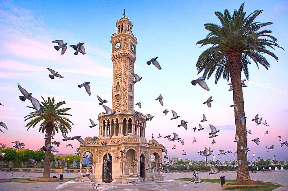 أزمير او مدينة ازمير هي من اهم مدن تركيا السياحية تضم السياحة في ازمير مجموعة من الاماكن السياحية في ازمير بعضها تاريخي وآخر طبيعي