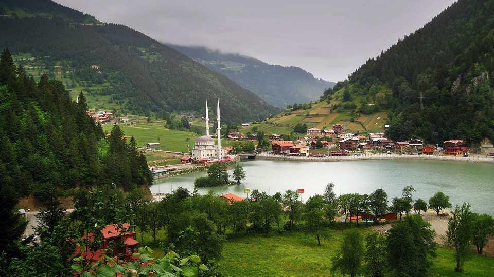 تعتبر بلدة اوزنجول قرب طرابزون من اشهر اماكن السياحة في تركيا