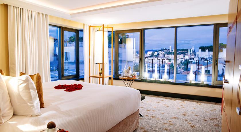 فندق فايف سيز (البحار الخمسة)