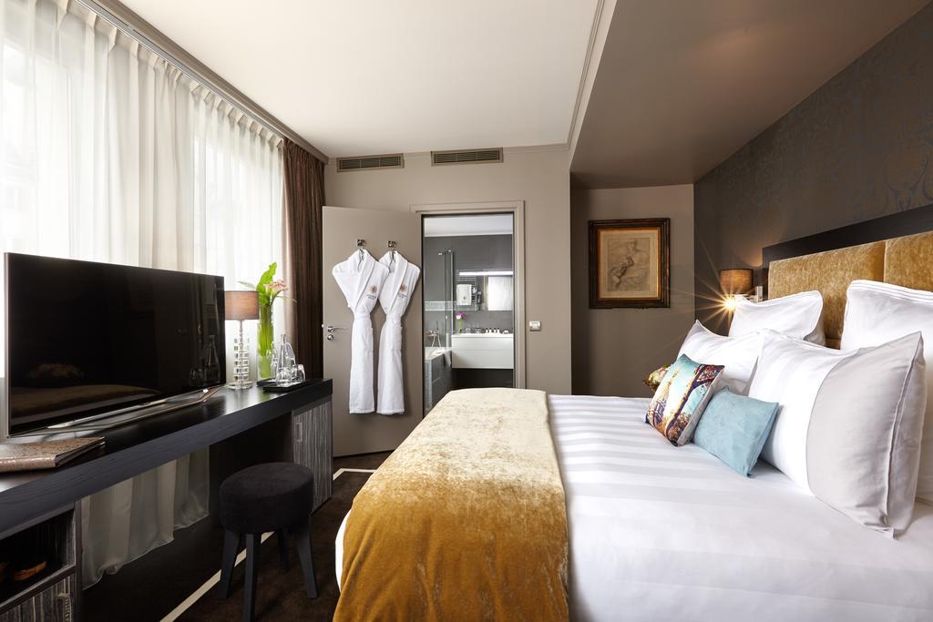 فنادق مطلة على برج ايفل
