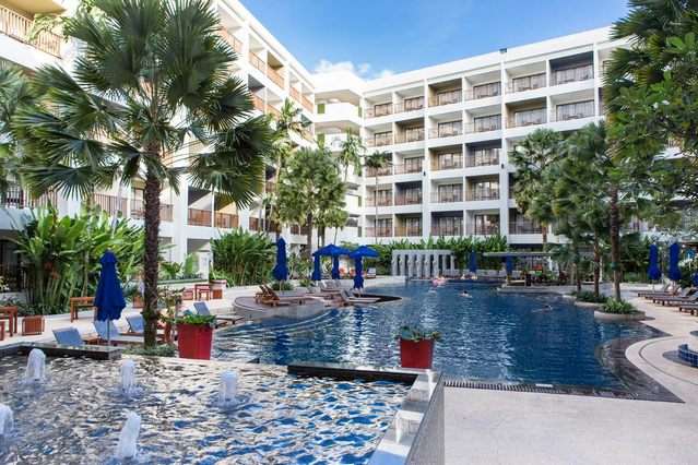 مسبح في احد افضل الفنادق في بوكيت