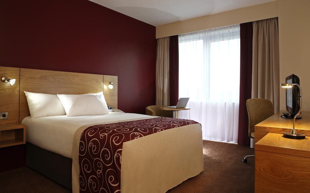 لدى غُرف فنادق شيفلد ديكورات أنيقة للغاية