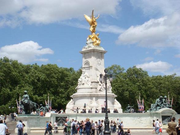قصر باكنجهام في لندن