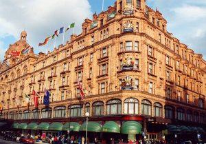 تعرف في المقال على افضل الانشطة السياحية في متجر هارودز لندن ، احدى اهم اماكن السياحة في لندن ، بالإضافة الى افضل فنادق لندن القريبة من متجر هارودز في لندن