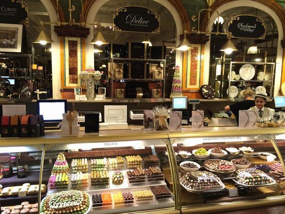 متجر هارودز لندن من افضل اماكن السياحة في لندن انجلترا