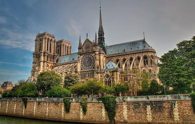 كاتدرائية نوتر دام من من معالم باريس السياحية