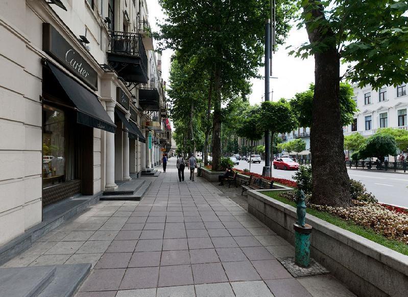 شارع روستافيلي يقع في قلب أماكن التسوق في تبليسي