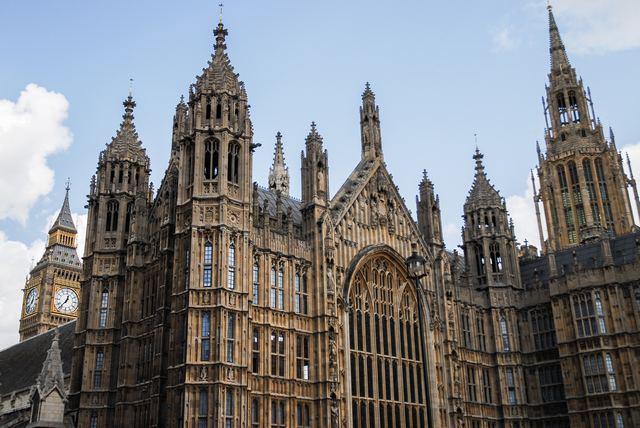 قصر وستمنستر من أفضل الاماكن السياحية في لندن