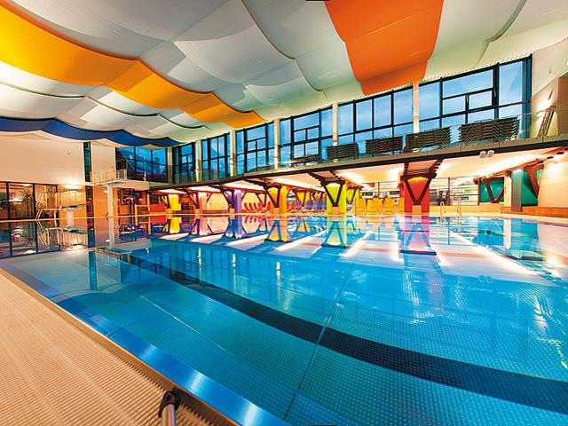 حمامات السباحة الداخلية في زيلامسي