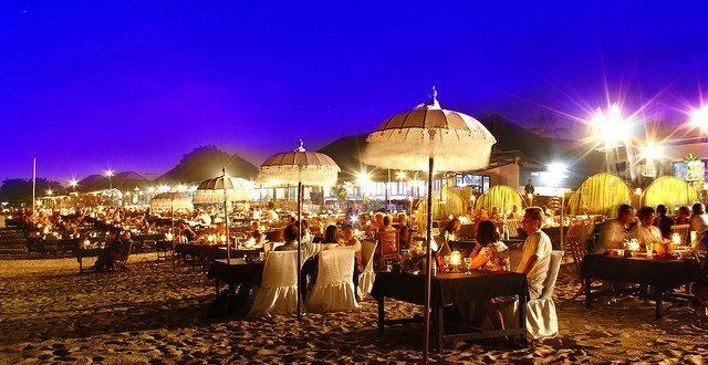شاطئ جيمباران في بالي