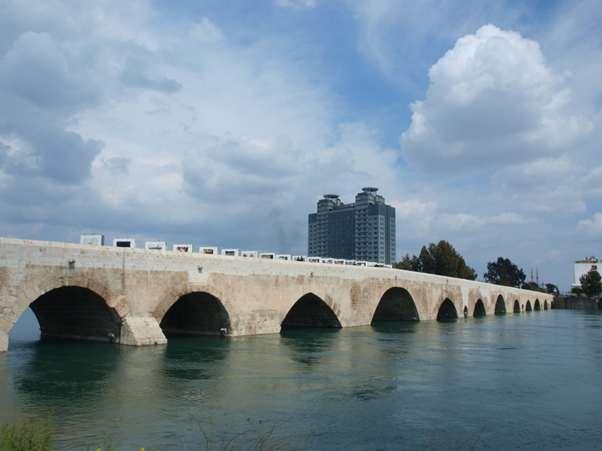 جسر نهر سيحان من اهم معالم السياحة في اضنة تركيا واحد الاماكن السياحية في مدينة اضنه التركيه