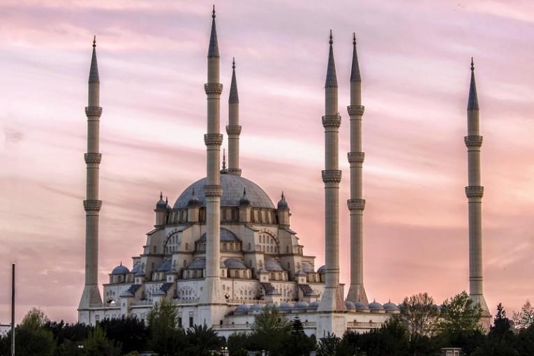 المسجد المركزي سابانجي احد الاماكن السياحية في مدينة أضنة التركية