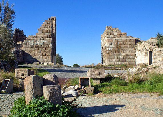 بوابة ميندوس من اشهر اماكن السياحة في بودروم تركيا وهي من الاماكن السياحية في بودروم