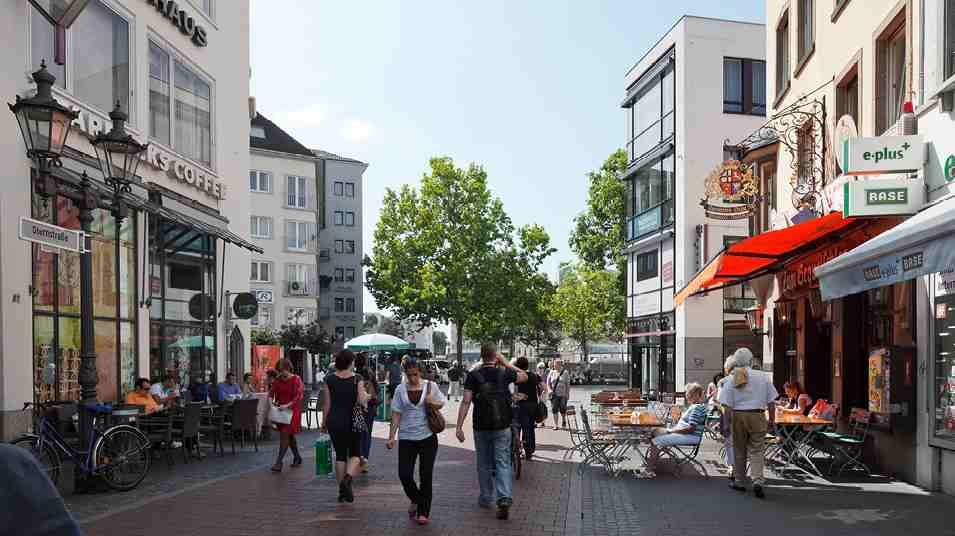 شارع ستيرنستراس من اهم مناطق السياحة في مدينة بون المانيا