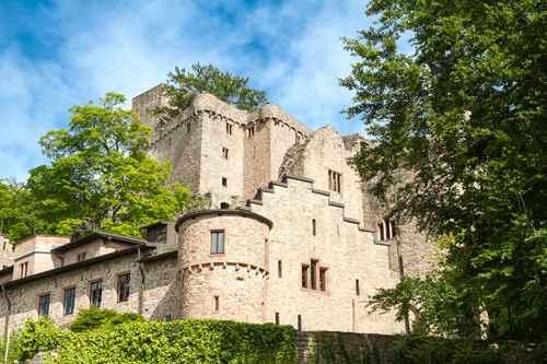 قلعة برغ هاهونبادن من اهم الاماكن السياحة في بادن بادن