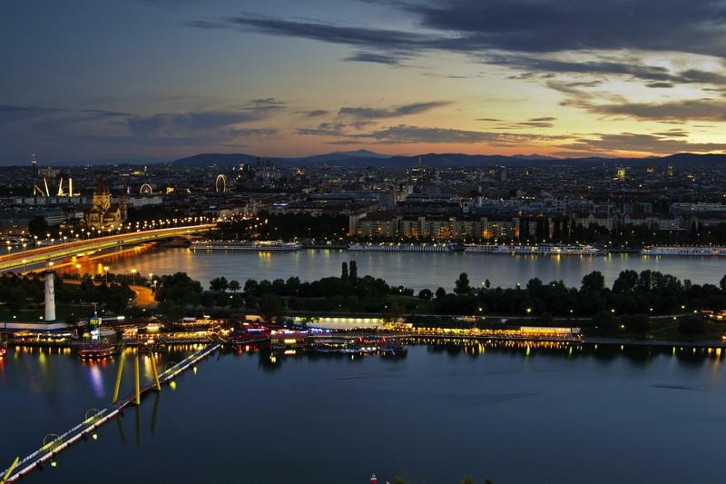 جزيرة الدانوب من اهم الاماكن السياحية في فيينا النمسا
