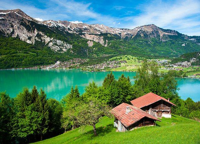 بحيرة برينز من اجمل اماكن سياحية في انترلاكن السويسرية
