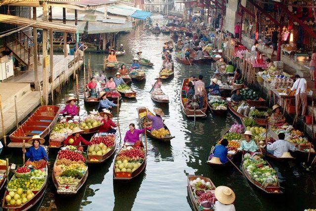 السوق العائم في بتايا تايلند
