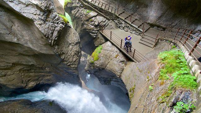 شلالات تروميل باخ انترلاكن من اهم الاماكن السياحية في انترلاكن سويسرا