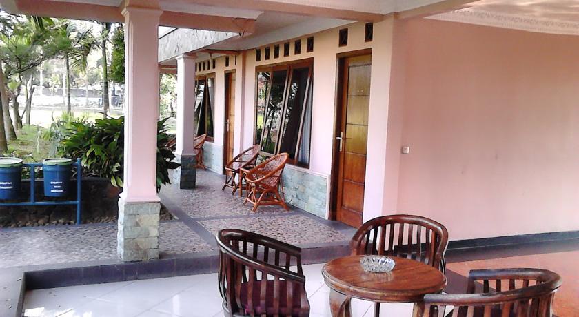 فندق وفيلا أريس بيرو