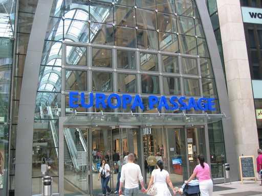 مول يوروبا باساج من اهم مولات هامبورغ المانيا