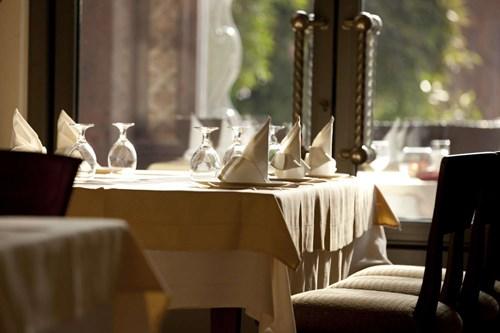 مطعم ديوان لوبرج من اشهر المطاعم في مدينة ابوظبي الإمارات