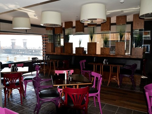 مطعم ومقهى بيبولز من افضل مقاهي مدينة الاسكندرية مصر