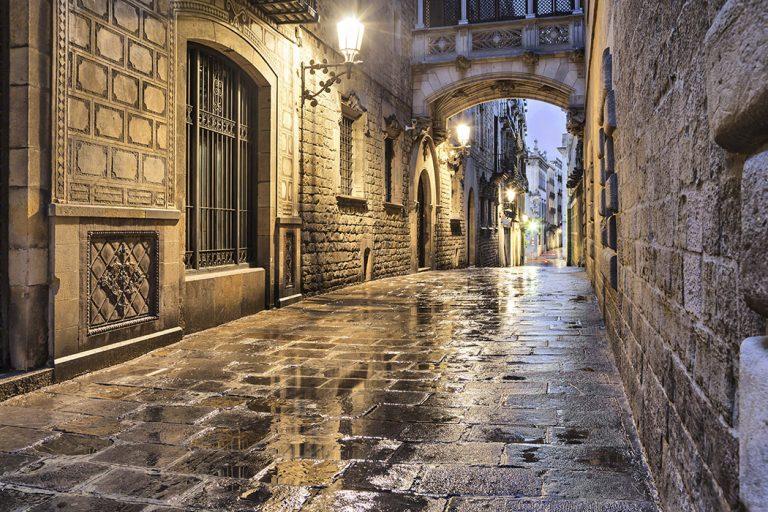 الحي القوطي السياحة في برشلونة و اهم الاماكن السياحية في برشلونة تعرف على مدينة برشلونة ومعالمها التاريخية و المناطق السياحية في برشلونة التي تجذب السياح