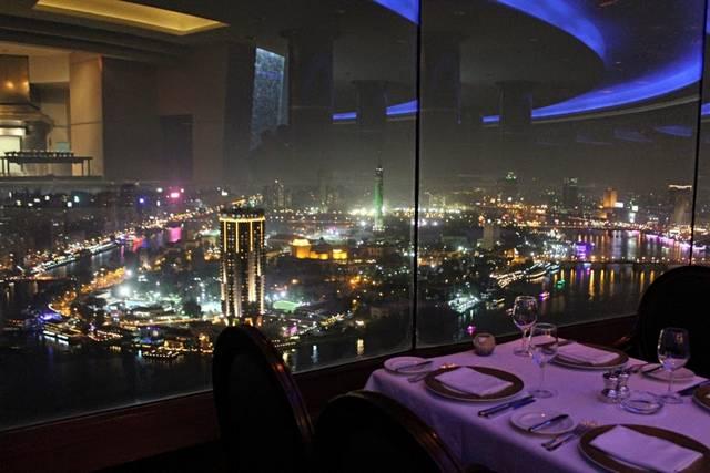 المطعم الدوار في فندق جراند حياة احد ارقى و افضل مطاعم القاهرة