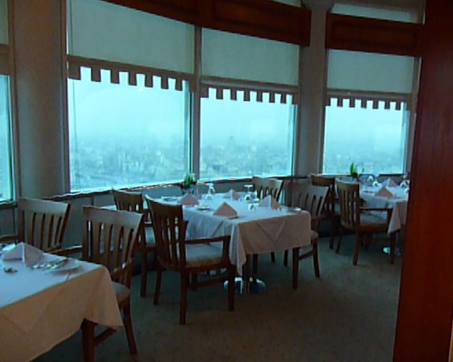 المطعم الدوار 360 في برج القاهرة من اشهر مطاعم في القاهرة