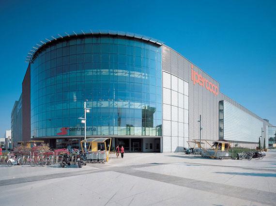 مركز تسوق ساركا من اكبر مجمعات التسوق في ميلان ايطاليا