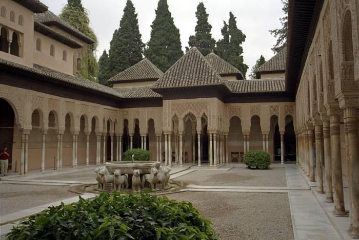 قصر الحمراء في غرناطة تعرف على السياحة في غرناطة