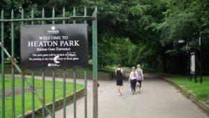 حديقة هيتون بارك في مدينة مانشستر انجلترا