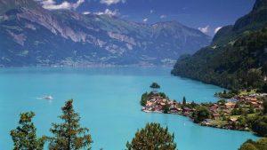 بحيرة برينز من اجمل اماكن السياحة في انترلاكن سويسرا