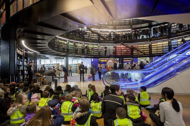 مكتبة برمنجهام من اهم معالم السياحة في مدينة برمنجهام بريطانيا