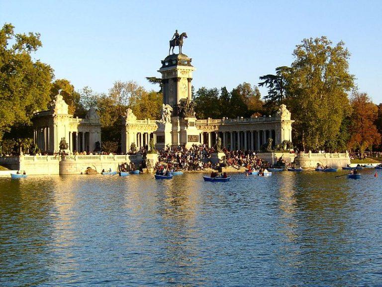 حديقة ريتيرو احدى اماكن سياحية في مدريد